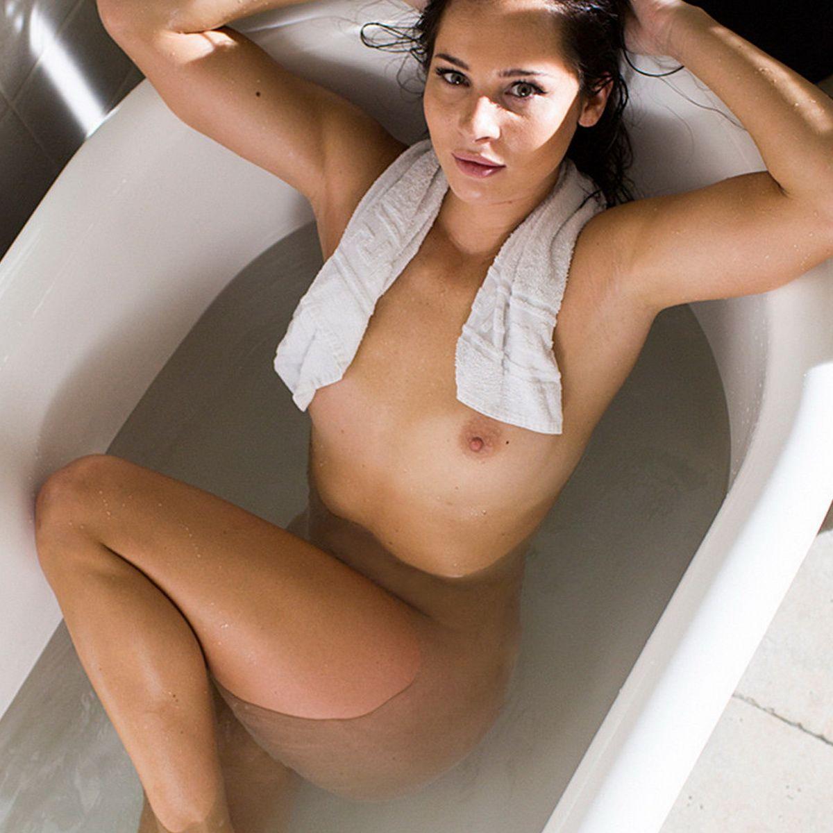 Playboy nicole fotos mieth Nicole Mieth