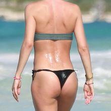 Doutzen Kroes sexy bikini cameltoe candids on the beach in Cancun 39x UHQ photos