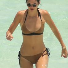 Kendall Jenner sexy bikini cameltoe candids on the beach in Turks and Caicos 26x HQ photos