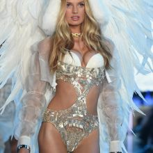 Romee Strijd sexy Victoria's Secret lingerie 2015 Fashion Show 10x HQ