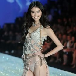 Sui He 2013 Victoria's Secret Fashion Show 13x UHQ