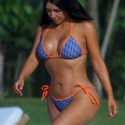 Kim Kardashian and Kourtney Kardashian big asses in tiny bikinis candids on the beach in Mexico 28x UHQ photos