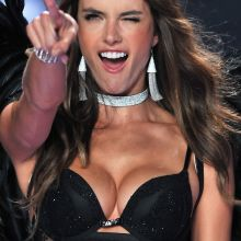 Alessandra Ambrosio sexy 2014 Victoria's Secret Fashion Show in London 8x UHQ