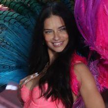 Adriana Lima sexy Victoria's Secret lingerie 2015 Fashion Show 67x HQ