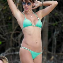 Alessandra Ambrosio spread legs in sexy bikini candids on the beach in Brazil 100x HQ photos