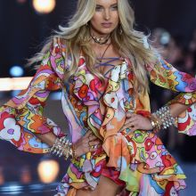 Elsa Hosk sexy Victoria's Secret lingerie 2015 Fashion Show 9x HQ