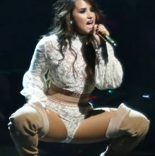 Demi Lovato hot performing in Vancouver 20x HQ photos