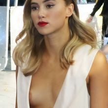 Suki Waterhouse nip slip 4x HQ