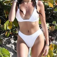 Madison Beer sexy bikini cameltoe candids on the beach in Miami 30x HQ photos