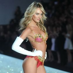 Candice Swanepoel 2013 Victoria's Secret Fashion Show 16x UHQ