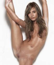 Willa Holland naked spread legs
