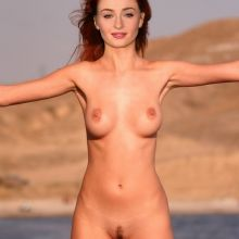 Sophie Turner full frontal nude on the beach UHQ