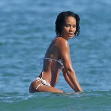 Jada Pinkett-Smith sexy bikini candids on the beach in Hawaii 50x HQ photos