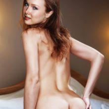 Molly Quinn nude Instagram selfie photo UHQ
