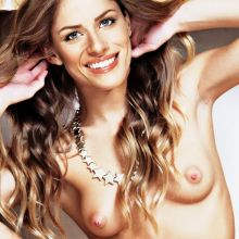 Amanda Peet young and nude from Togetherness photo UHQ