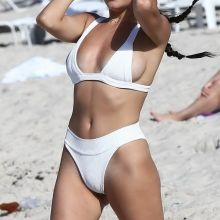 Madison Beer sexy bikini cameltoe candids on the beach in Miami 30x HQ photos