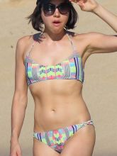 Aubrey Plaza wearing sexy bikini on the beach in Hawaii 2015 June 32x UHQ