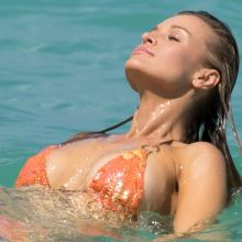 Joanna Krupa bikini nip slip on the South Beach in Miami 20x UHQ photos