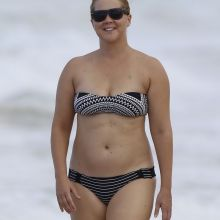 Amy Schumer sexy bikini candids on the beach in Hawaii 7x HQ photos