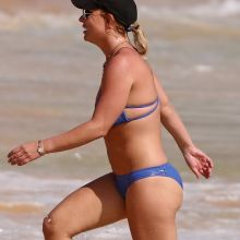 Britney Spears wearing sexy bikini on the beach in Hawaii 79x UHQ