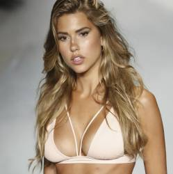 Kara Del Toro sexy lingerie shows new Beach Bunny collection in Miami 14x UHQ photos