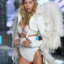 Stella Maxwell sexy Victoria's Secret lingerie 2015 Fashion Show 19x HQ