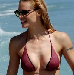 Michelle Hunziker pokies in wet bikini candids on the beach in Italy 99x HQ photos