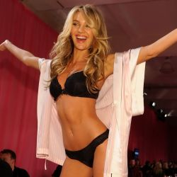 Candice Swanepoel Backstage at the 2013 Victoria's Secret Fashion Show 13x UHQ