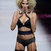 Rose Bertram sexy lingerie Etam Fashion Show 2016 during Paris Fashion Week 6x HQ photos