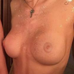Bella Thorne uncensored topless Instagram HQ photo