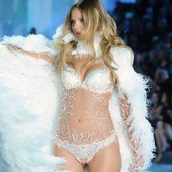 Magdalena Frackowiak 2013 Victoria's Secret Fashion Show 10x UHQ