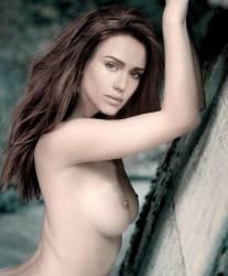 Jessica Alba topless