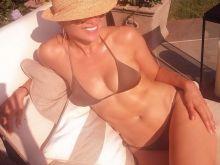Jennifer Lopez sexy bikini Instagram photo HQ