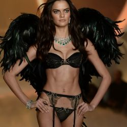 Barbara Fialho 2013 Victoria's Secret Fashion Show 10x UHQ