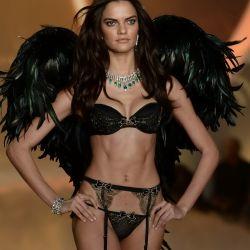 Barbara Fialho 2013 Victoria's Secret Fashion Show 10x UHQ