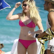 Ellie Goulding wearing sexy bikini on the beach in Miami 23x HQ photos