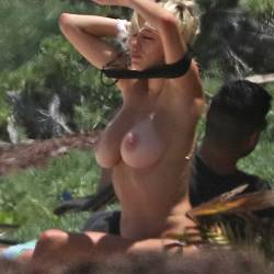 Caroline Vreeland topless show big boobs changing bikini top candids on the beach in Tulum 31x HQ photos