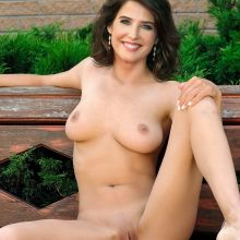 Cobie Smulders from How I Met Your Mother naked spread legs photo UHQ