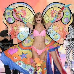 Karlie Kloss 2013 Victoria's Secret Fashion Show 8x UHQ