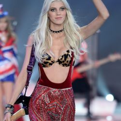 Devon Windsor 2013 Victoria's Secret Fashion Show 9x UHQ