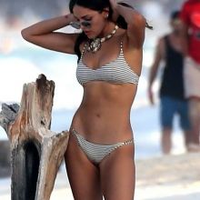 Eiza Gonzalez sexy bikini cameltoe candids on the beach in Mexico 43x HQ photos