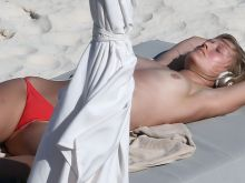 Toni Garrn topless at the beach in Miami Beach 2016 January 31x UHQ photos