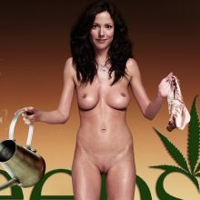 Mary Louise Parker naked in 8 WEEDS season promo shoot UHQ