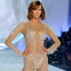 Karlie Kloss 2013 Victoria's Secret Fashion Show 8x UHQ