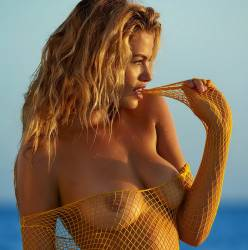 Hailey Clauson topless