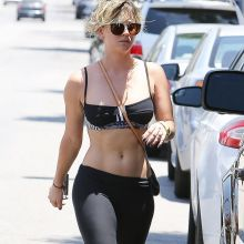 Kaley Cuoco wearing sexy bra and spandex 7x HQ