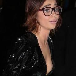 Sarah Hyland braless nipslip