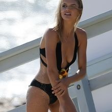Kelly Rohrbach topless on the set of a photo shoot in Malibu 51x UHQ photos