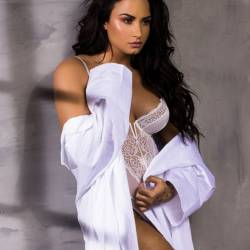Demi Lovato big boobs
