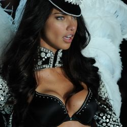 Adriana Lima 2013 Victoria's Secret Fashion Show 37x UHQ